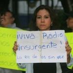Miembros del Frente de Pueblos (FP) y simpatizantes del EZLN se manifiestan frente a la radiodifusora Radio Rasa 6.20 am debido a que el propietario de dicha emisora recibio instrucciones de la Secretaria de Gobernacion para impedir el paso al Subcomandante Insurgente Marcos quien habria de asistir para transmitir su programa de radio que semana a semana venia haciendo, de caso contrario la concesion de la emisora seria cancelada.