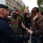 Controle d'identite et manifestation dans le quartier Chateau d'Eau sur le boulevard de Strasbourg avec intervention des CRS.  Paris, le 5 octobre 2005.  Credit : Sebastien ORTOLA