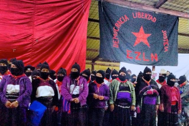 Comandantas-del-EZLN-en-la-celebración-de-los-20-años